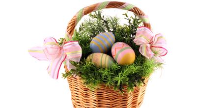 U susret Uskrsu~farbanje jaja Korpa-sa-jajima